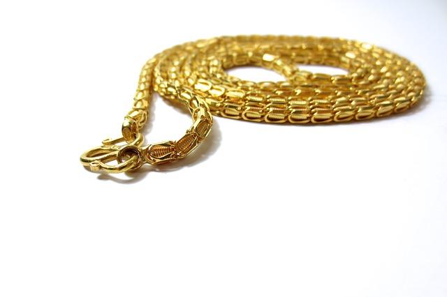 A bébi arany nyaklánc pompás ajándék