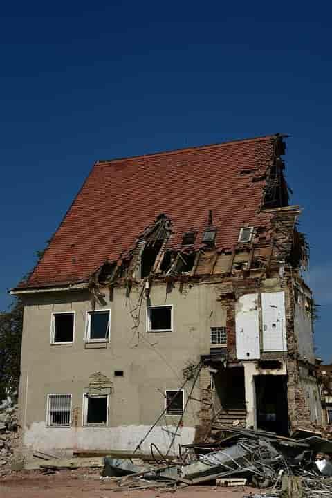 Ház bontás csak engedéllyel